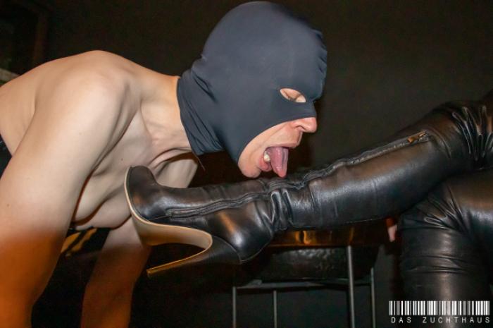Stiefeldienst / Boot licking